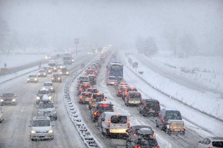 Tizenötezer turista ragadt a hó miatt az Alpokban f853ff1821