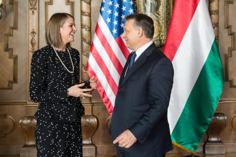 Orbán Viktor Colleen Bellt fogadta