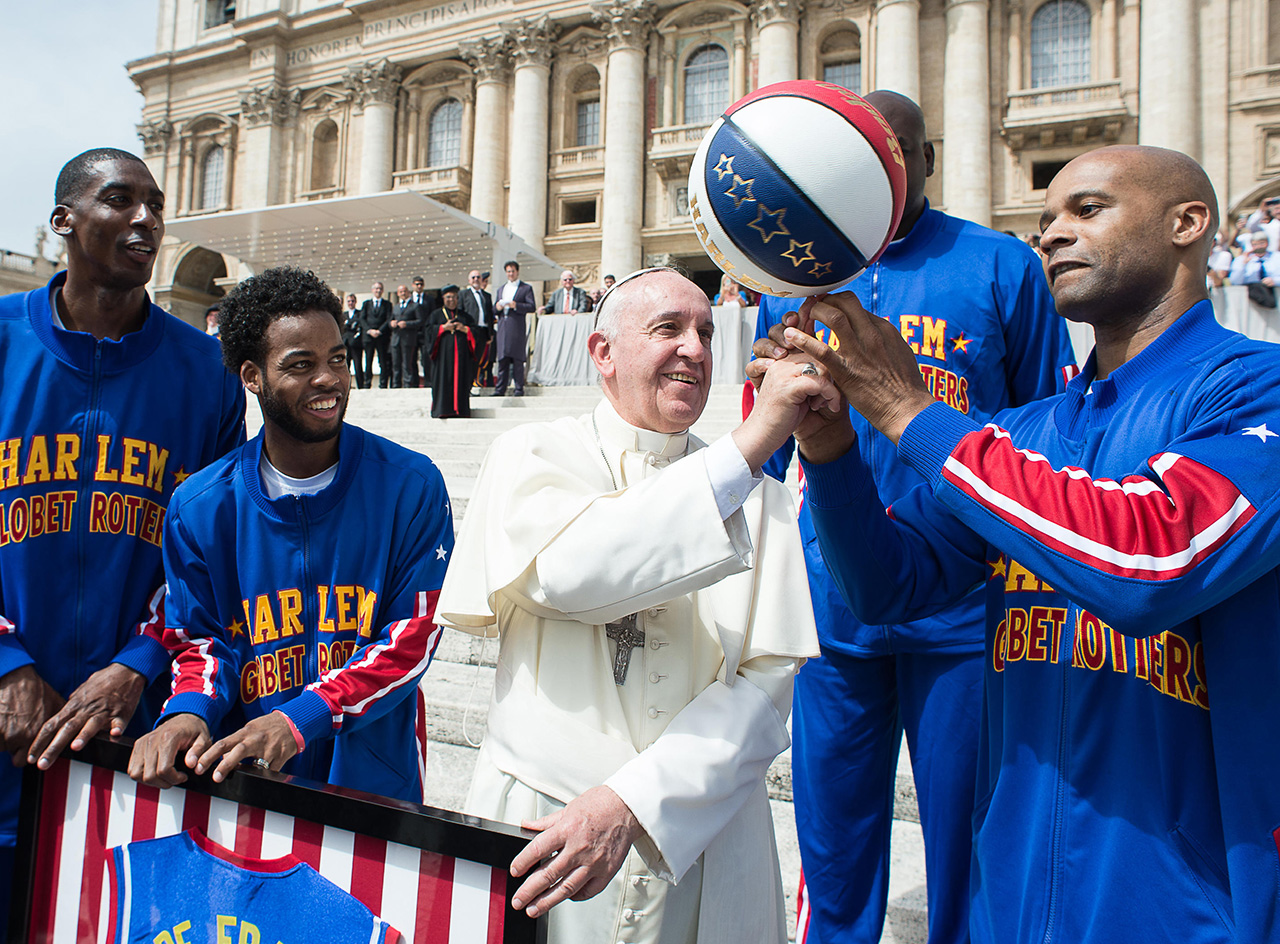 VATICAN-POPE-BASKETBALL