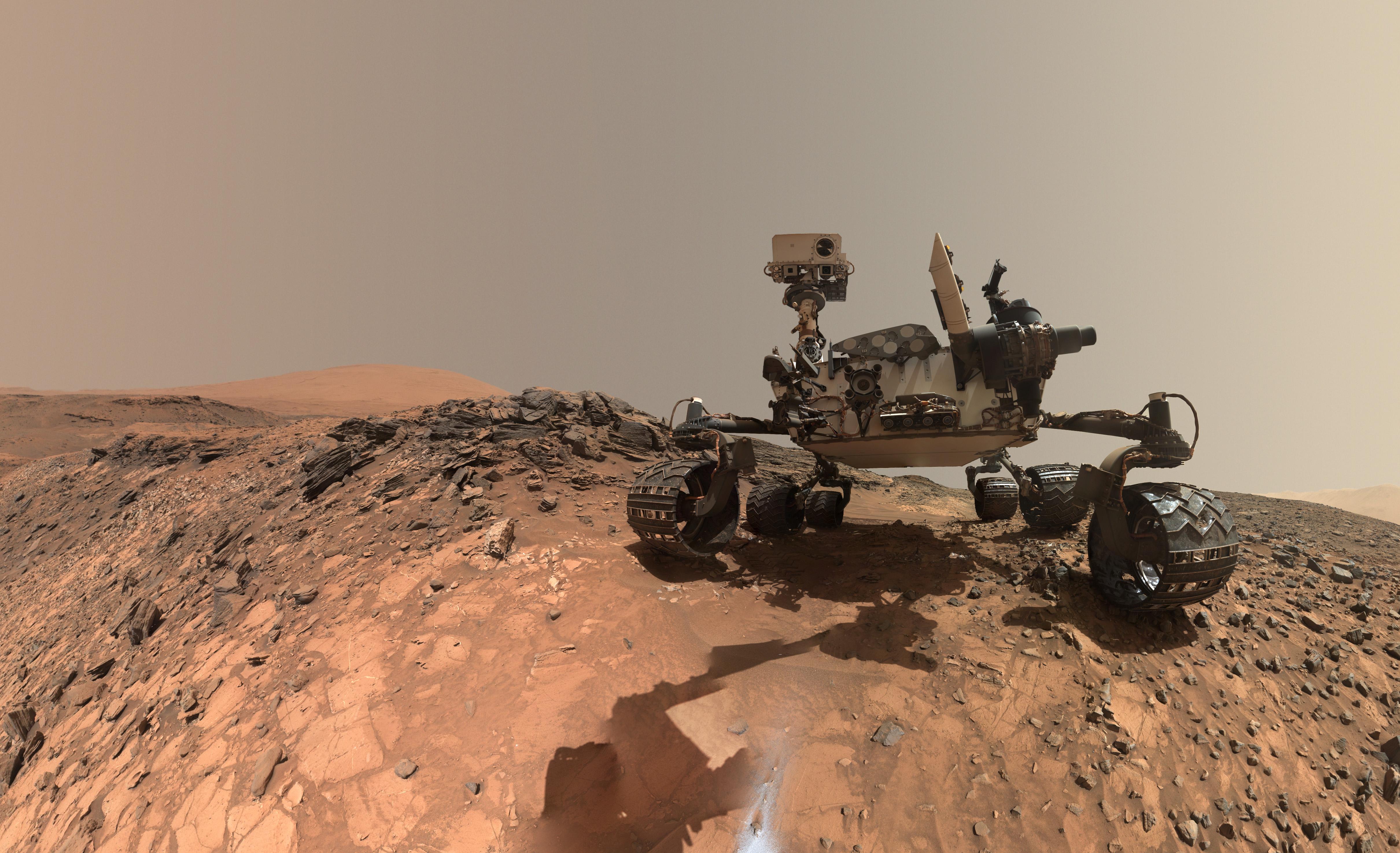 A Curiosity legújabb augusztus közepi selfie-je. A képet a robotkaron lévő kamerával készíti a szonda. Forrás: NASA/JPL